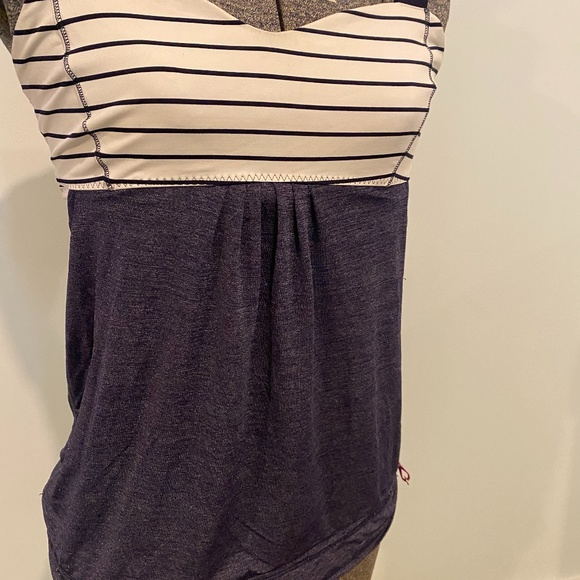 Lululemon top with built in support